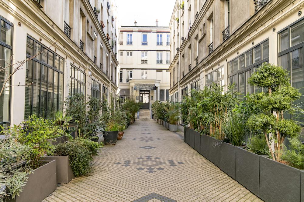 dernieretage-paris.com COUR