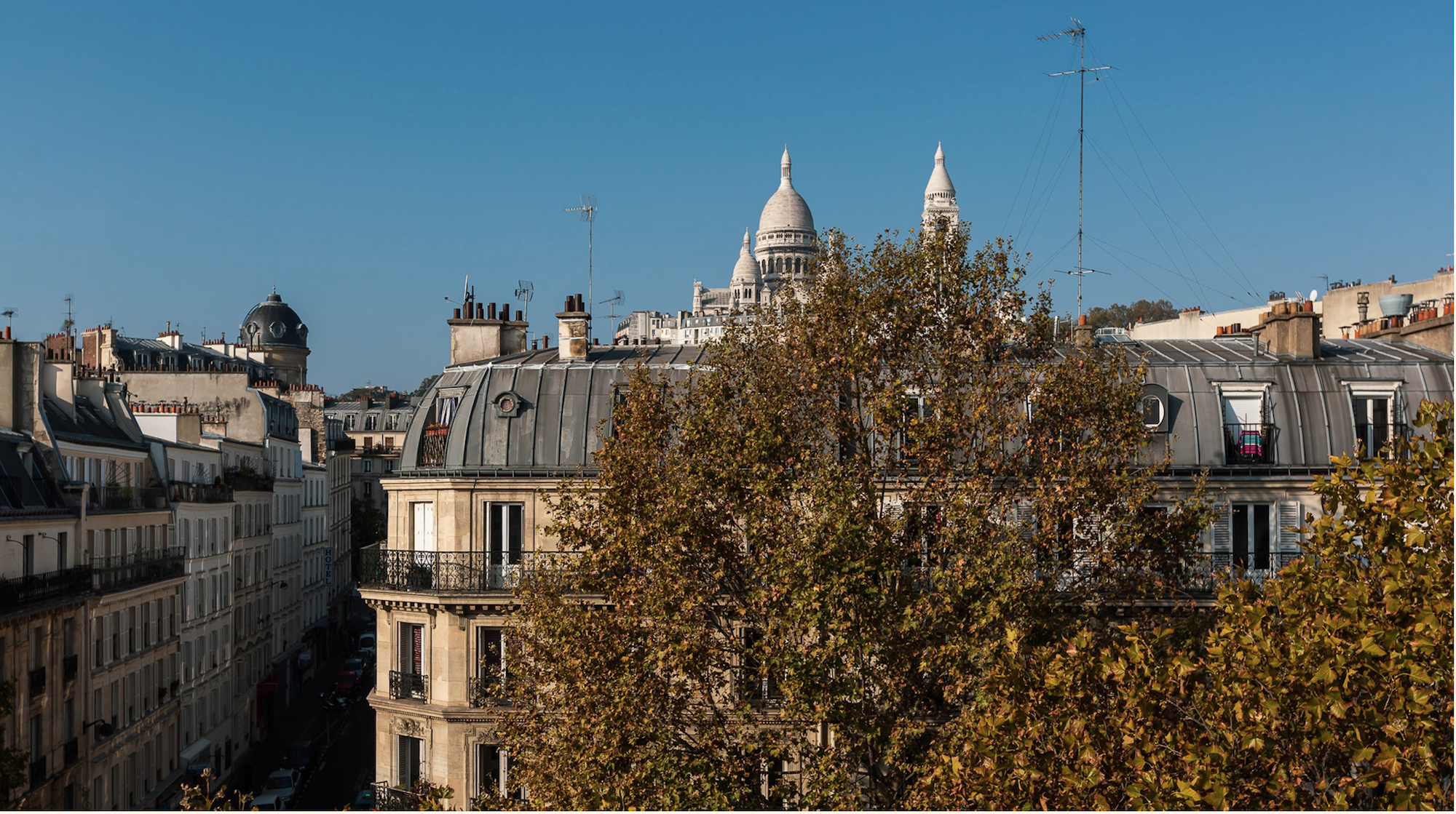 Dernier Etage#4pièces#balcon filant#Paris 18ème