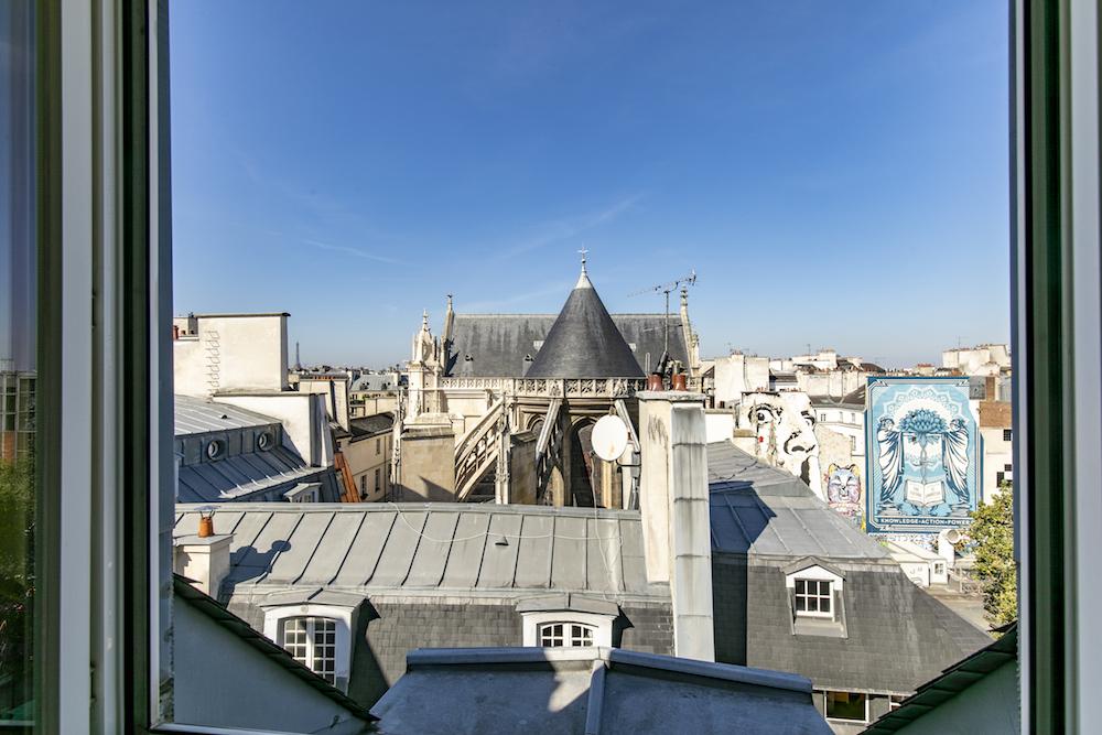 DERNIERETAGAE-PARIS.COM-VUEFENETREAVECVITRES